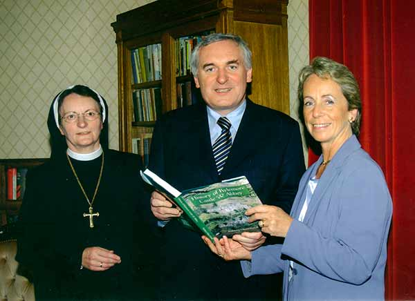 Mother Abbess Magdalena FitzGibbons, An Taoiseach, Mr Bertie Ahern, T.D., and Kathleen Villiers-Tuthill